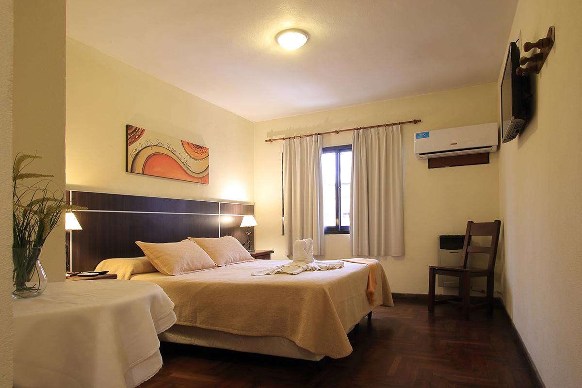 http://www.hotelsierralago.com.ar/wp-content/uploads//2021/02/HF6A2568.jpg